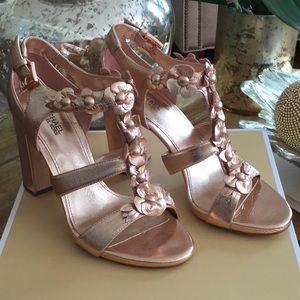 Michael Kors size 6 NWT soft pink heels
